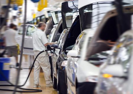 montaje: trabajo en la industria fabril coche grande