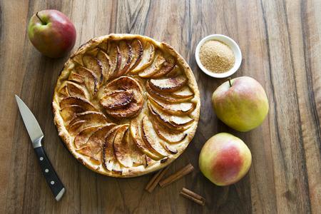 tarta de manzana: tarta de manzana favorita desierto dulce en la mesa