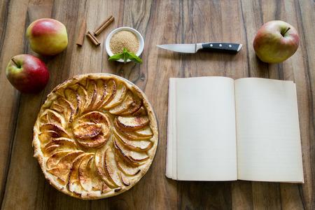 사과 파이 좋아하는 달콤한 사막 테이블에서
