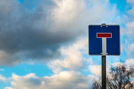 Verkehrszeichen, das bedeutet, dass dies eine Sackgasse ist