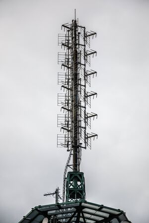 High transmitter mast for mobile services or secret services