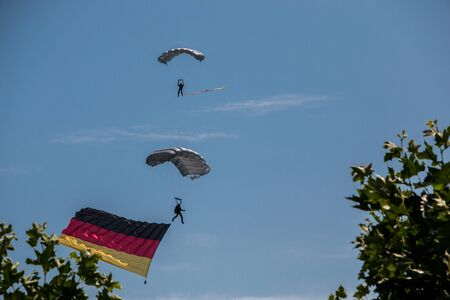German skydiver in the air with German flag Foto de archivo - 130807605