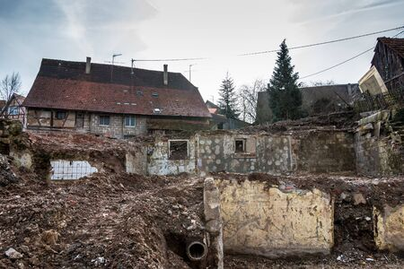 Bombed and destroyed houses with a lot of debris everywhere Standard-Bild