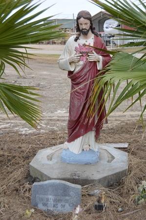 Holly Beach, La - Statue of Jesus (withstood Hurricane Rita) 版權商用圖片
