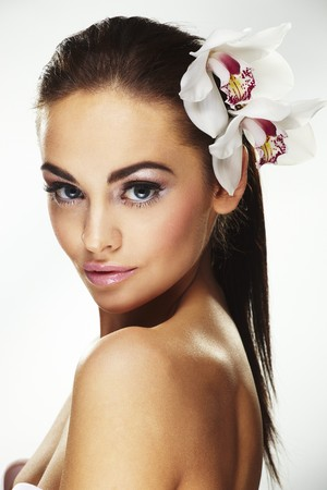Sexy young woman with flowers - Beautiful portrait of a sexy woman with bright white flowers.