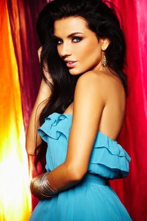 morena sexy: sexy girl Morena en fondo colorido  Foto de archivo