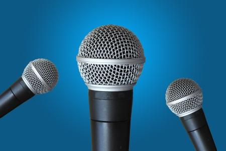keynote: Micr�fonos m�ltiples listas de mensaje por altavoz contra el fondo azul