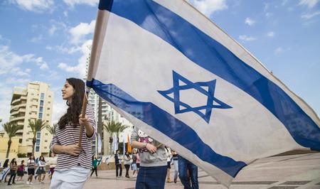 NETHANIA, イスラエル - 2014 年 11 月 28 日 BNEI ゴールズマン青少年グループ イスラエル フラグ式典リハーサル