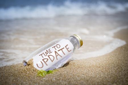 漂着瓶にマッサージとして書かれ、砂の上にレイアウトを更新する時間