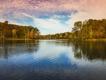 低角度表示ブラック丘地域公園部分のクラークスバーグ - メリーランド州、アメリカで少しセネカ湖 写真素材