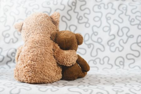 Two teddy bear plush toy on a sofa. Concept of love and togetherness Фото со стока - 133151136