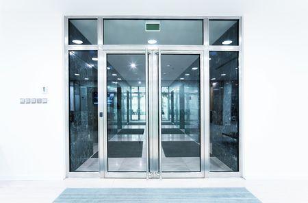 glazen deuren in een kantoor Stockfoto