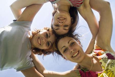 playmates: tres juegos en el cielo azul