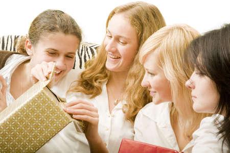 playmates: feliz de juego abri� regalos