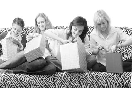 playmates: juego abierto regalos. Blanco y negro.