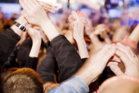 exhibition crowd: Applausi della folla