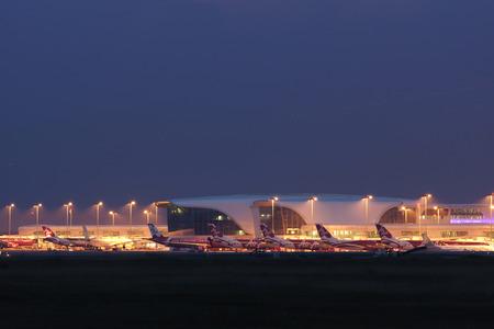 Kuala Lumpur International Airport 2 in Nachtansicht
