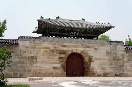 gyeongbokgung: Gyeongbokgung Palace grounds in Seoul, South Korea Editorial