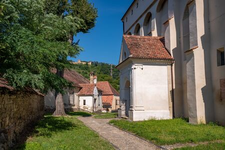 The court of fortified church in Saschiz, Romania. It was built by ethnic German Transylvanian Saxon community at a time when the area belonged to the Kingdom of Hungary. UNESCO World Heritage Site Stockfoto