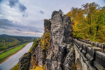 Picturesque autumn scenery of Bastei bridge, Elbe Sandstone mountains and Elbe valley. Saxon Switzerland National Park near Dresden, Germany Banco de Imagens