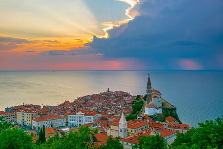 Romantic picturesque sunset over old town of Piran, Slovenia Imagens