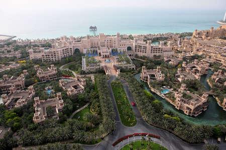 Al Qasr en el Palacio de Jumeirah. Uno de los mejores hoteles en Dubai  Foto de archivo - 2933264