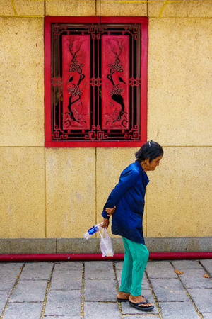 vietnamese ethnicity: The walking old woman
