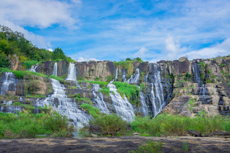 ポンゴール滝、ベトナムの美しい風景