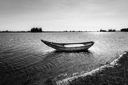 Alone boat in river. Black and white Banco de Imagens