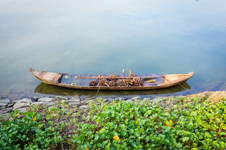 Single boat sink