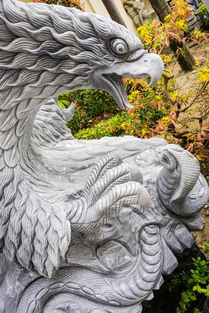 thoroughfare: Eagle attack snack statue Stock Photo