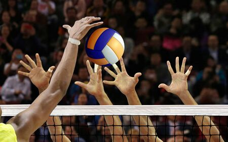 Volleyball spike blocking in front of the net Stockfoto