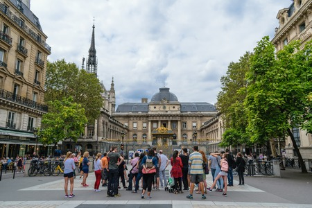 Paris, France - August 21, 2018: Tourists gather in front of an historical building in Paris, France 報道画像