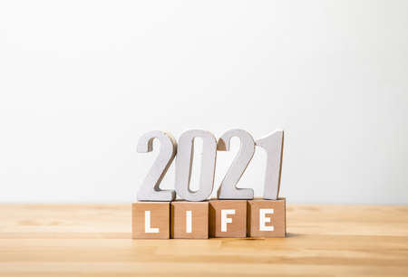 Life 2021,mtivation concepts with text number on wood box.plan or vision idea 免版税图像