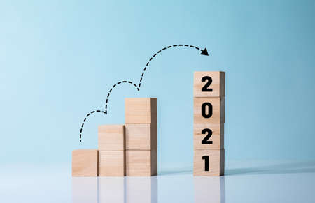 Challenge of 2021 or step to success concepts with wood blog 免版税图像