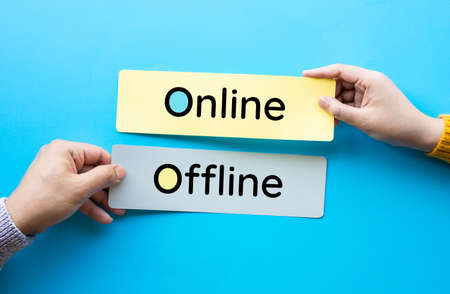 Online and offline for business marketing concepts. communication and  technology disruption. 免版税图像