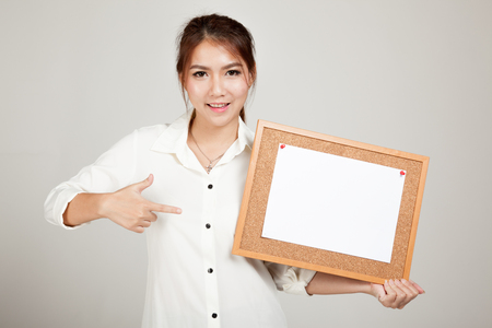 paper pin: Asian girl with blank paper pin on cork board on gray background Stock Photo