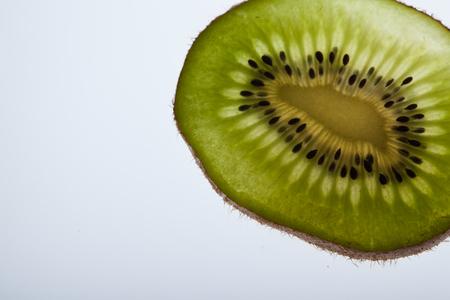 kiwi fruta: Close up of sliced kiwifruit on white background