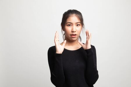 Shocked young Asian woman on white background 版權商用圖片 - 142674443