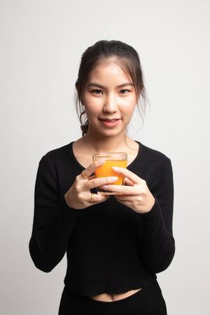 Young Asian woman drink orange juice on white background 版權商用圖片 - 142674455