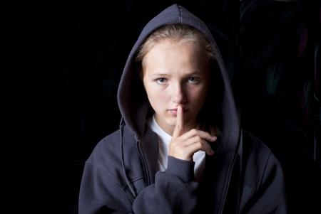 maltrato infantil: Adolescente triste en la depresión. Foto de archivo