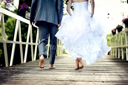 아름다운 웨딩 커플은 결혼식을 즐기고있다 스톡 콘텐츠