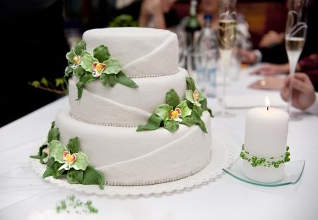 wedding cake: Beautiful and tasty wedding cake at wedding reception
