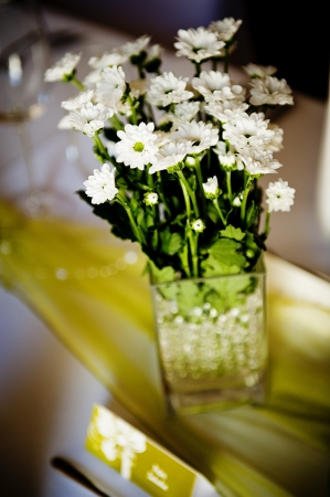 floral arrangements: Beautiful floral wedding table decoration at wedding reception