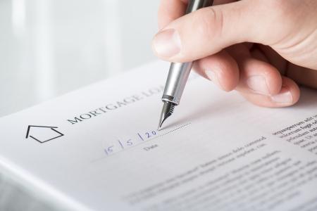 ley: Empresario es la firma de un contrato, los detalles del contrato de negocios Foto de archivo