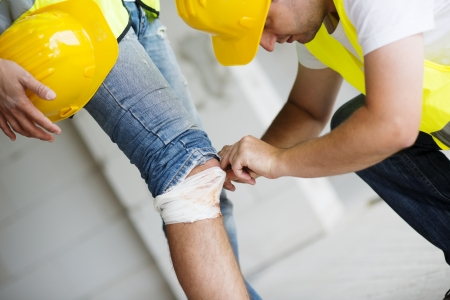 personal injury: Construction worker has an accident while working on new house