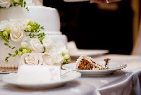 Sch?ne und leckere Hochzeitstorte auf Hochzeitsfeier Standard-Bild - 23089275