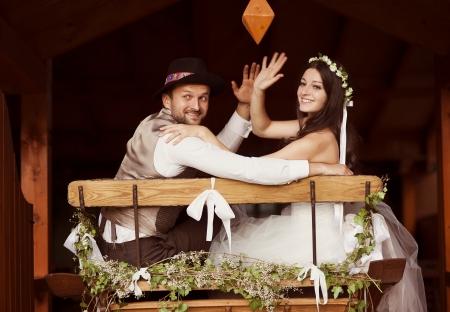 Belle mariée et leur mariage de style campagnard Banque d'images - 24370134