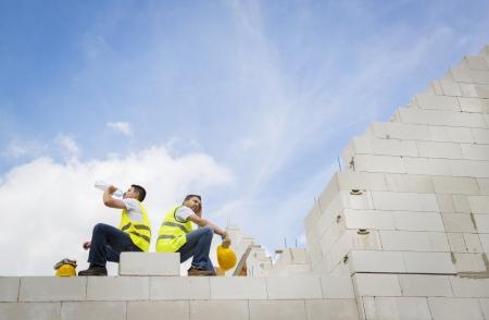 work break: Construction Contractors building a big new home Stock Photo