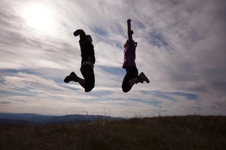 Wandelaars op de top van de bergen Stockfoto